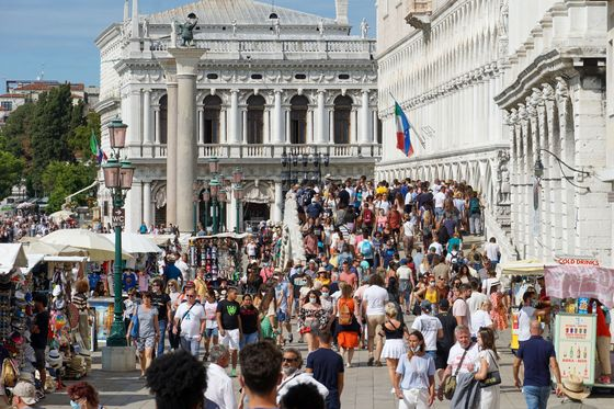Venice Dreams of Fewer Visitors Staying Longer and Spending More