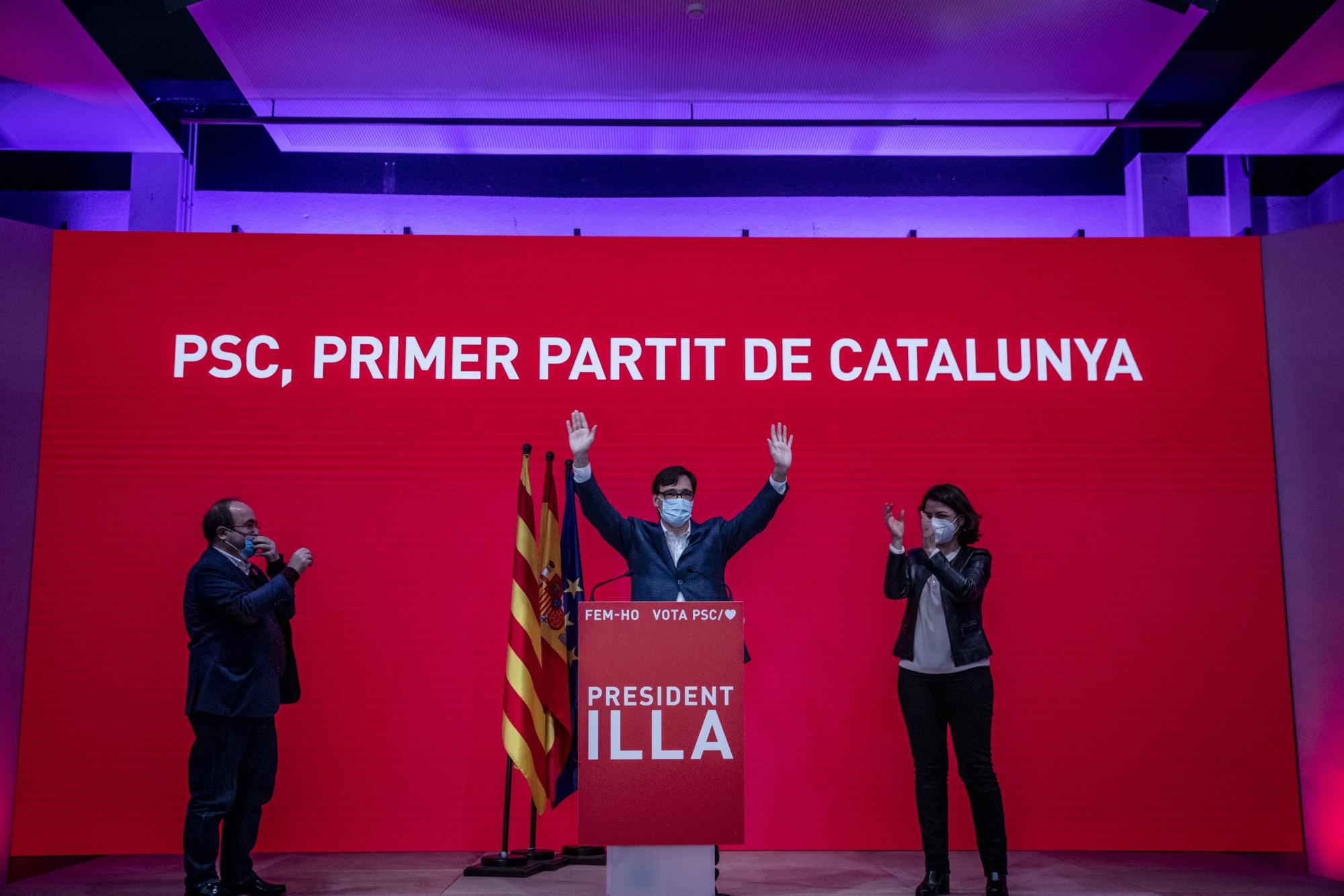 Los votantes acuden a las urnas en las elecciones catalanas