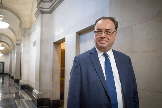 Andrew Bailey Says BOE Is Doing the Right Thing With Record Low Rates