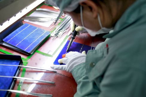 China Solar Companies Gain on Europe Pain in Shift East