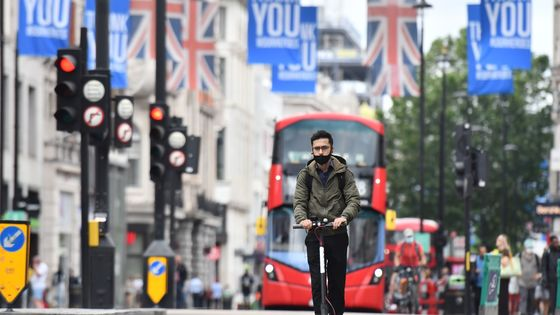 Threat of 4 Million U.K. Unemployed Piles Pressure on Sunak