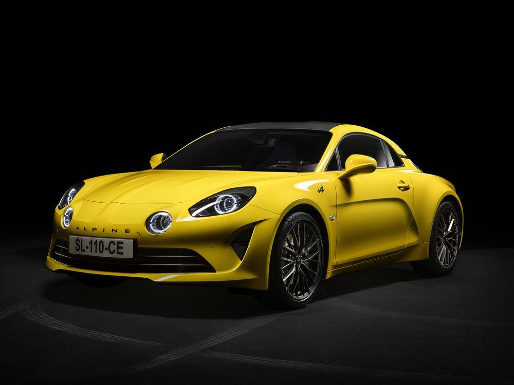 Renault Aims To Turn 80 000 Sports Car Line Into A Mini Ferrari Bloomberg
