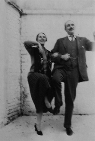 With his wife, ballerina Lydia Lopokova