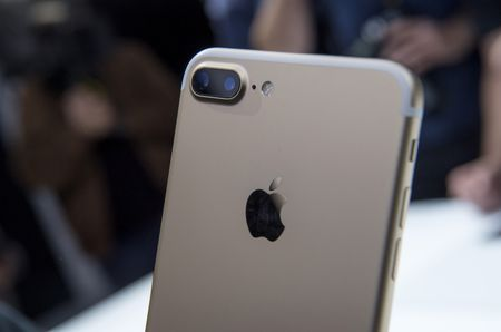 The dual cameras on the Apple iPhone 7 Plus. Photographer: David Paul Morris/Bloomberg