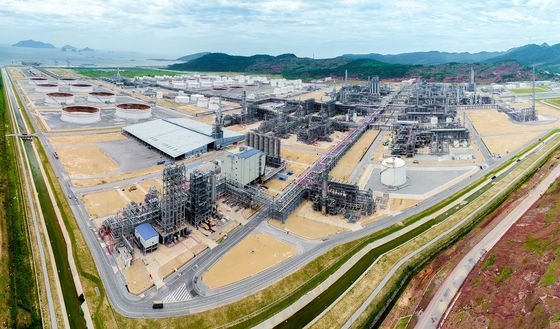Biggest Vietnam Oil Refinery Boosts Output as Defects Fixed
