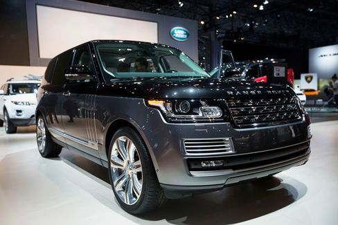 The new Range Rover will make a cameo in the impending James Bond flick, Spectre.