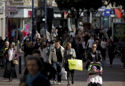 U.K. Retail Sales Fall Most in Two Years as Rain Hits Demand