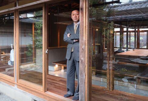 京都ラボを訪れたGCIグループ創業者の山内英貴氏
