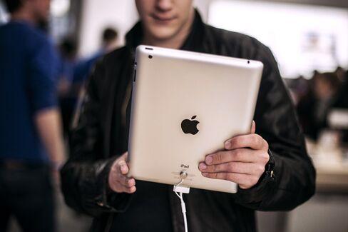 Apple's Stock Stumbles Ahead of Earnings