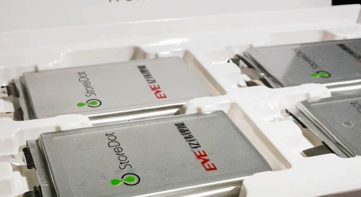 Electric Cars Get First Battery That Can Charge in 5 Minutes