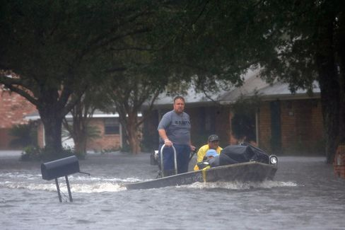 Louisiana Residents Flee Flooding as Isaac Overtops Levee