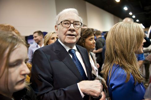 Buffett Says Economy 'More-or-Less Flat' as Housing Rebounds