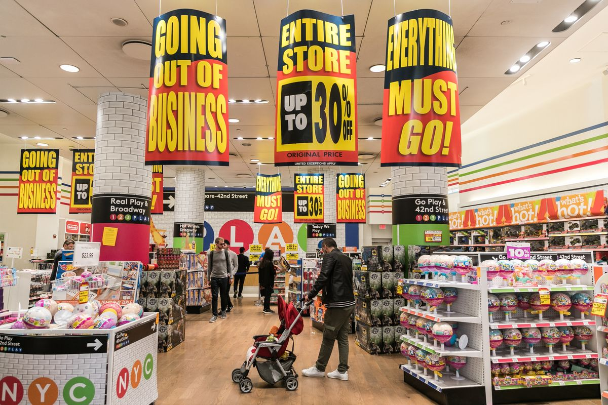 toys r us workers face harsh reality in quest for severance bloomberg. Black Bedroom Furniture Sets. Home Design Ideas