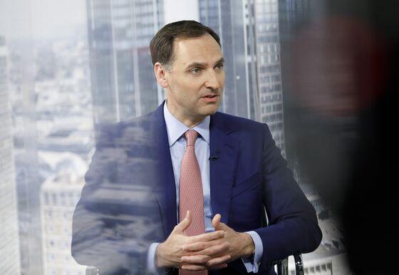 Deutsche Bank CFO Urges Staff to Cut Travel to Hit Cost Goal