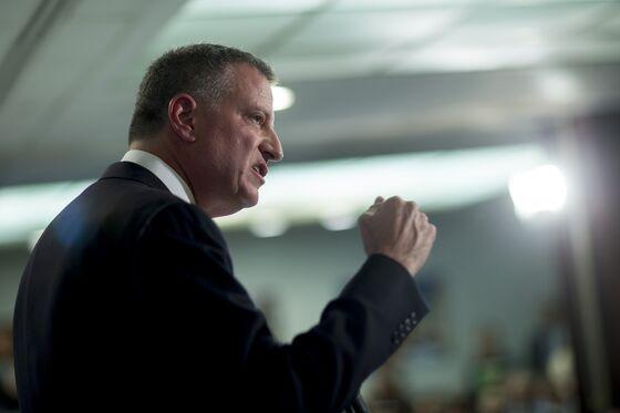 New York Mayor in Iowa Says He's Still Weighing White House Bid