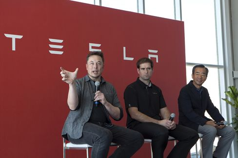 Musk describes the new battery cell size alongside Chief Technology Officer J.B. Straubel and Panasonic executiveYoshihiko Yamada.