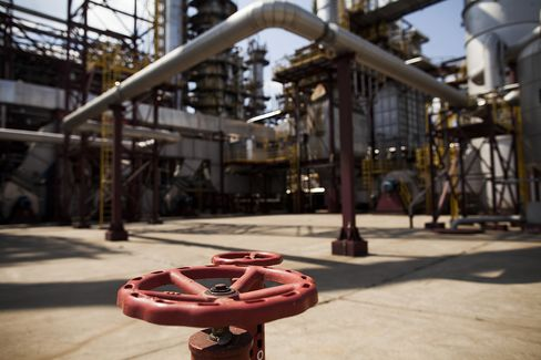 IEA Trims Estimate for 2014 Global Oil Demand Growth on Economy