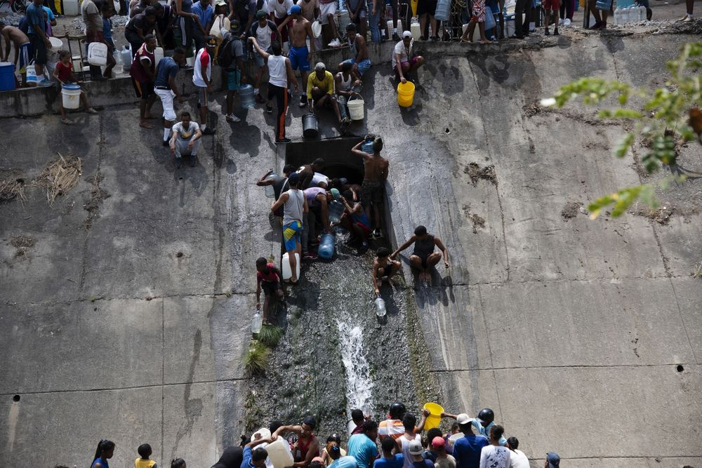 Caracas Goes Thirsty As Crisis Shuts Down Water Plants
