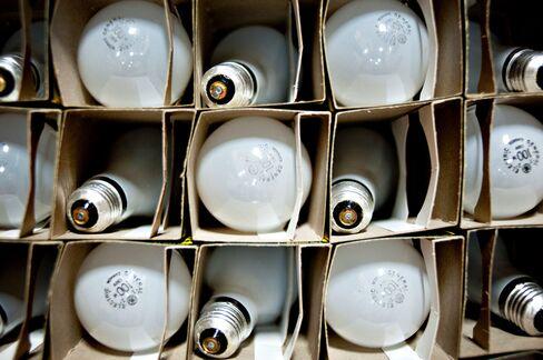 Effort to Stall Light Bulb Standards