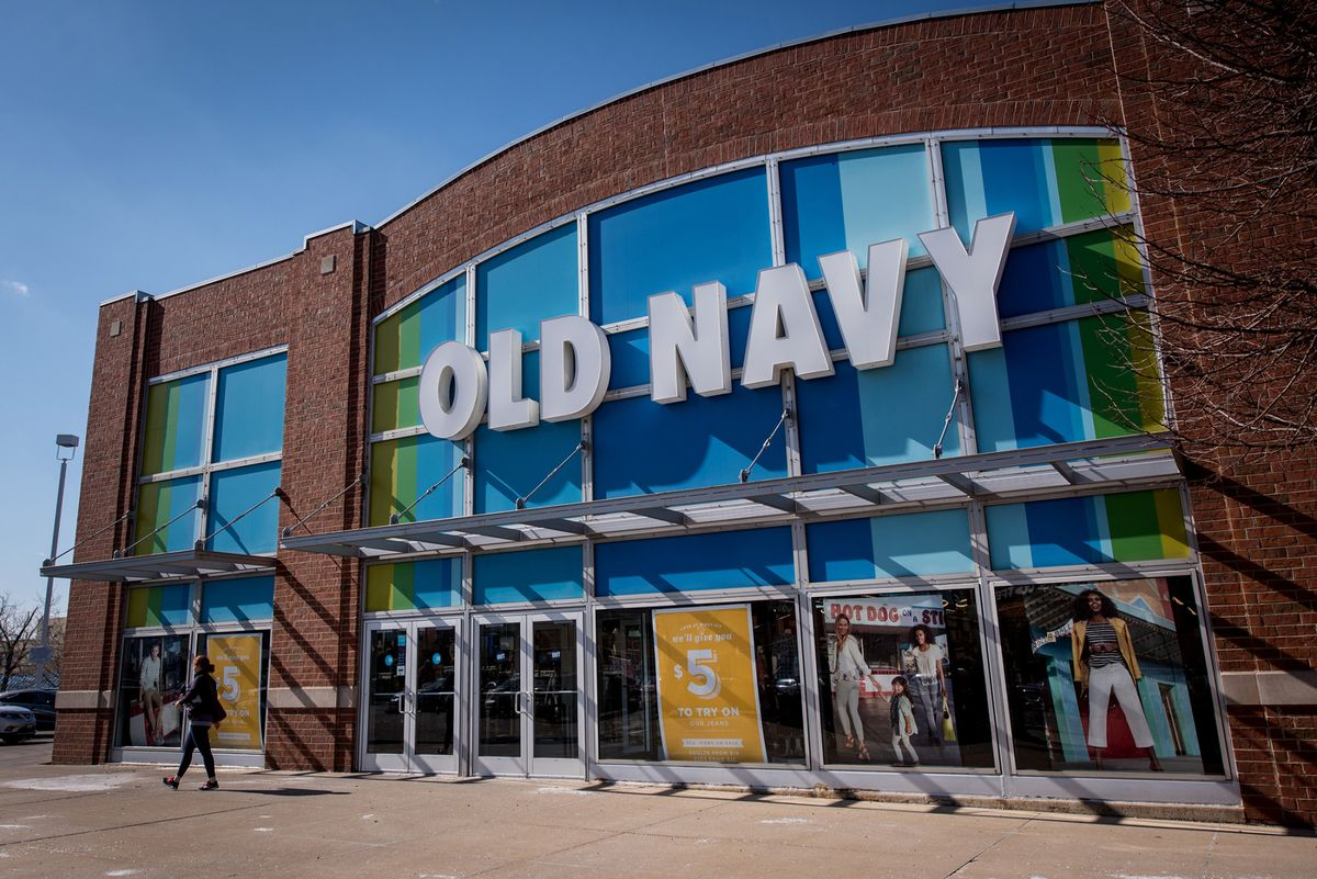 fa298e657 Gap CEO Says He's 'Drawing Line in Sand' With Shift to Old Navy - Bloomberg