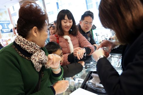 Chinese Tourists At Laox Duty Free Store Ahead Of Chinese New Year Holiday