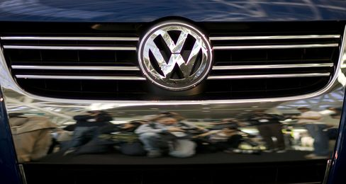 VW to Reduce U.S. Price, Boost Size of Revamped Jetta
