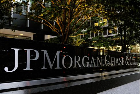 JPMorgan CIO Swaps Pricing Said to Differ From Investment Bank