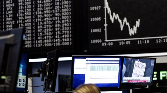Stocks Extend Gain as 'Not That Many Bears Left': Markets Wrap