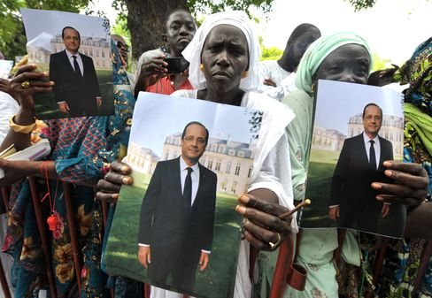 Islamists in Mali Targeted as Hollande Pushes Intervention