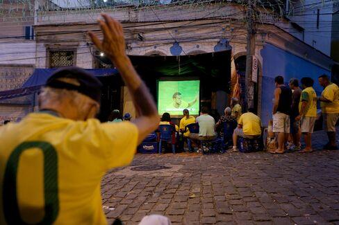 Neymar-Mania Helps a Defaulter's Return to Market