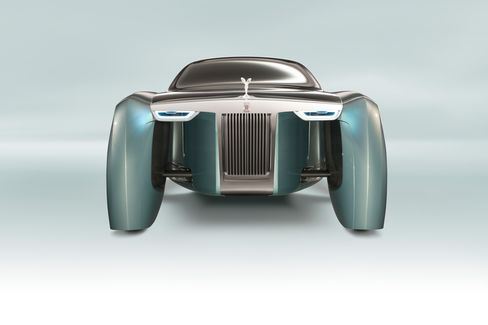 The front of the Vision Next 100 retains the same grille and Spirit of Ecstasy look as the historical Phantom from the 1920s.