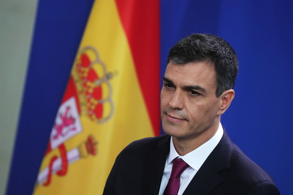 Spanish Premier Changes Tack With Pledge to Present His Budget