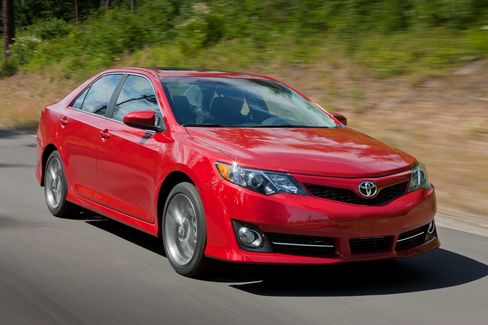 Toyota Leads Asian Carmakers' U.S. Gains on Camry, Prius Surge