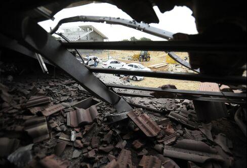 Gaza Rocket Barrage Strikes Israel as Warplanes Retaliate