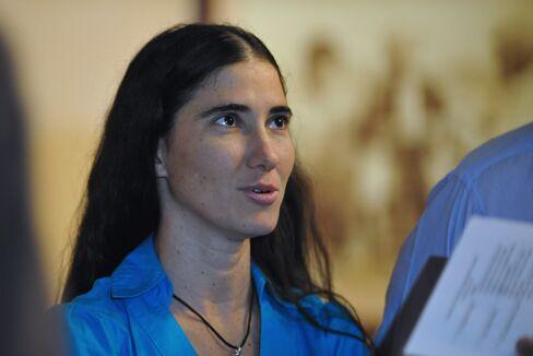 Cuba Detains Activist Yoani Sanchez, Pro-Government Blog Says
