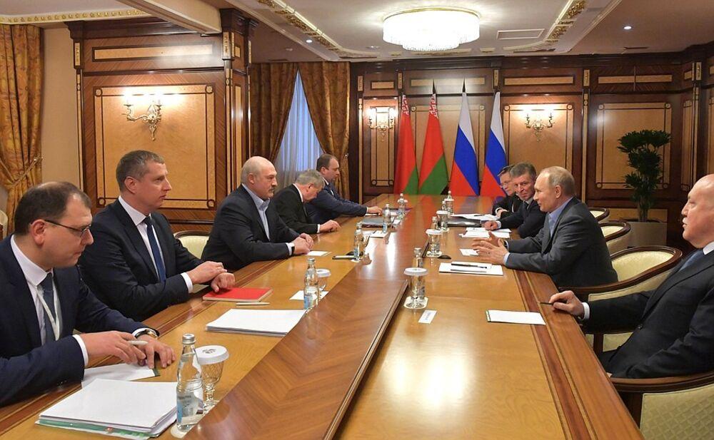 Putin Squeezes Belarus Lukashenko In Bid To Retain Presidency Bloomberg