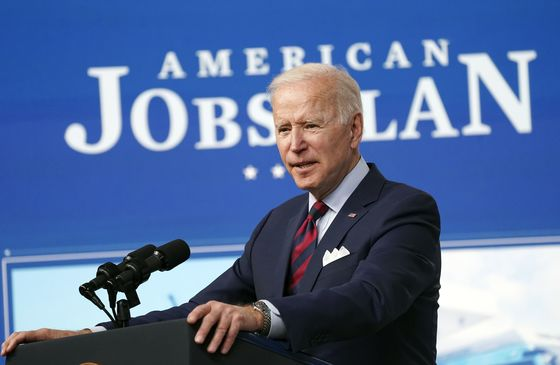 Biden Aims for Trump Voters, Suburbs With Jobs-Plus-Kids Pitch