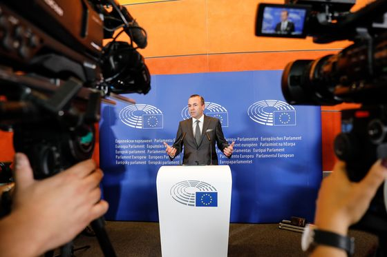 Merkel Supports Weber for European Commission President