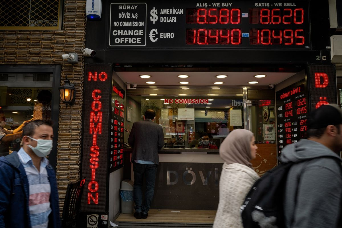 Turkey to Hold Rates as Lira Weakness Persists