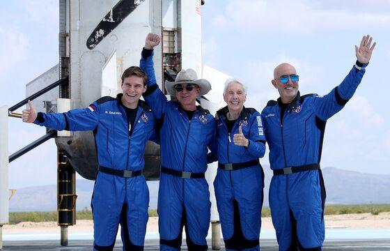 No Pressure Suits? Bezos, Branson Spark AlarmOver Safety in Space
