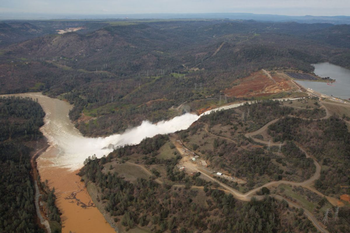 Oroville Dam Crisis Is an Opportunity for Trump - Bloomberg