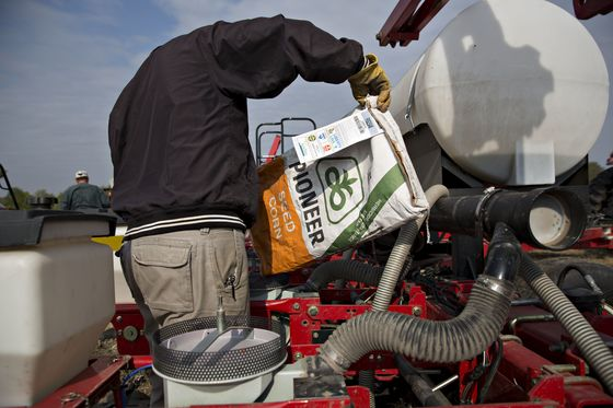 DowDuPont Slips as Farming Weakness Prompts $4.6 Billion Charge