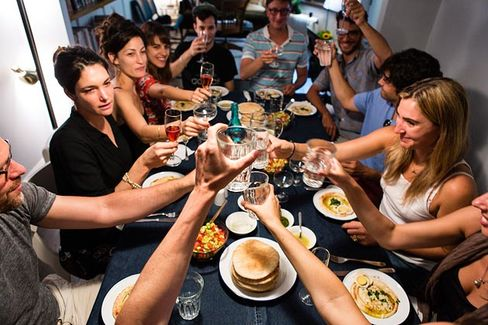 It Turns Homes Into Restaurants (and Tests Food Laws' Boundaries)