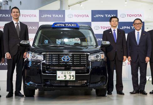 トヨタの発表会見に出席した川鍋氏や豊田氏