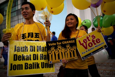 Malaysia Risks Post-Election Protests as Group Cites Vote Buying