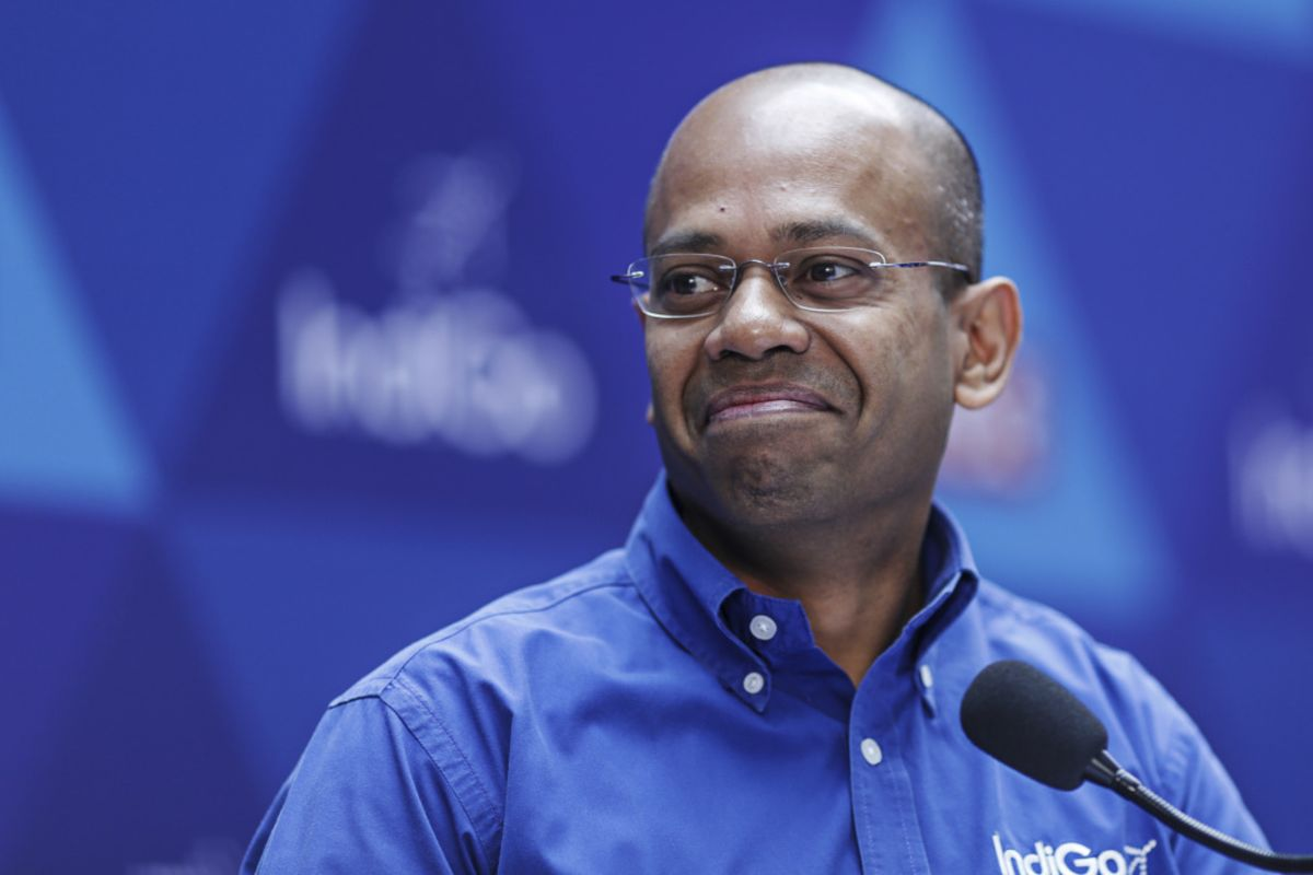 Billionaire Founder Steps in as Biggest India Airline Head Exits