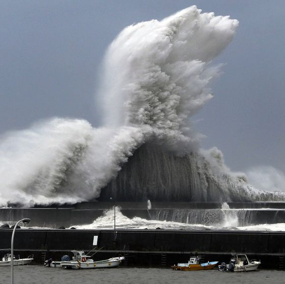 Businesses Shuttered as Historic Typhoon Jebi Lands in Japan