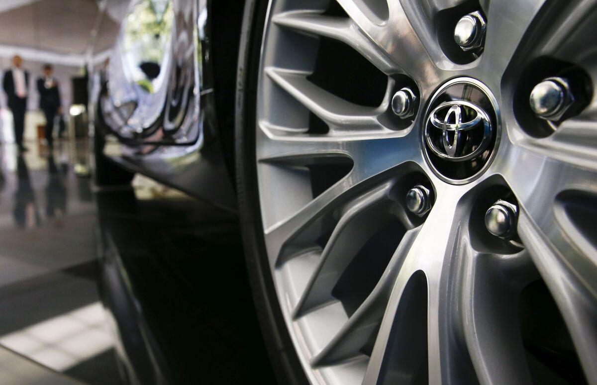 Toyota Seek to Counter Mistakes of Gas Pedal for Brake: Yomiuri