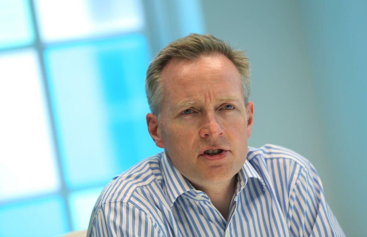 Marks & Spencer CFO Singer to Step Down Amid Retailer Revamp