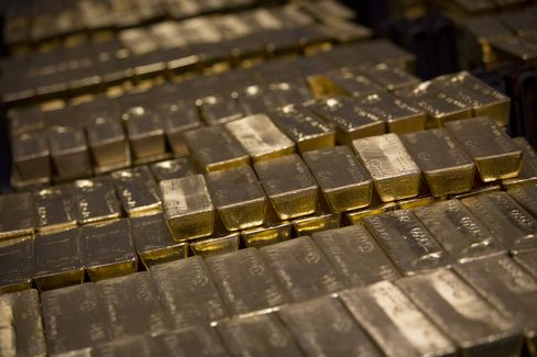 Gold Heads for Worst Quarter Since at Least 1968 as Demand Ebbs